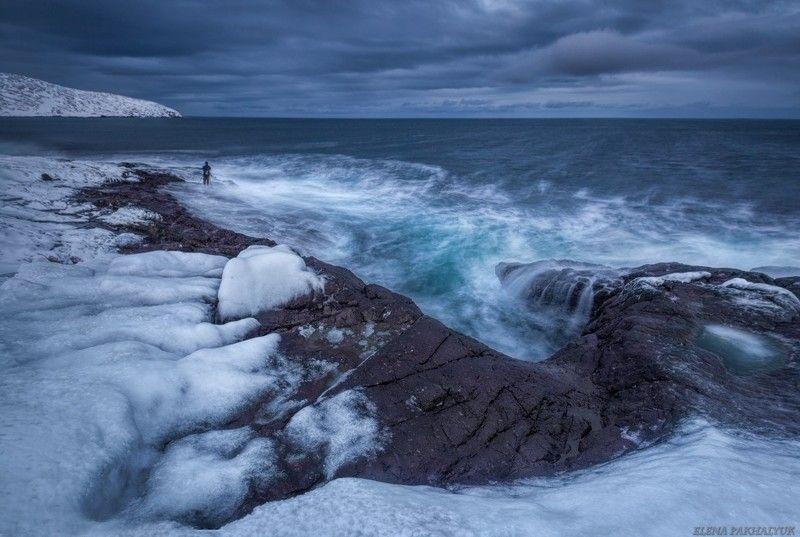 северный ледовитый океан,баренцево море, териберка,северное сияние, зима,лед, снег,побережье,ночь,звезды,сияние,северное,океан,кольский, кольский полуостров, море,горы,облака,пейзаж,природа,россия,панорама, длинная выдержка Один наедине с Северным океаномphoto preview