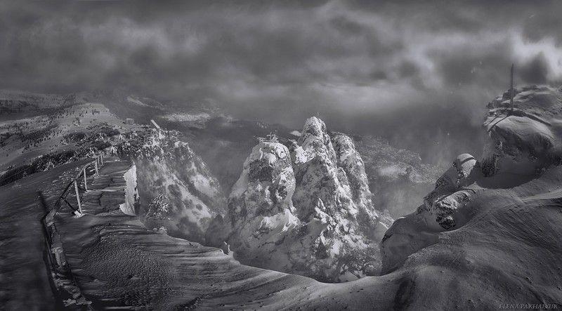 крым,айпетри,гора,черно белый,снег,зима,вершина,белый,облака,туман,солнце,пурга,пейзаж Зубцы photo preview