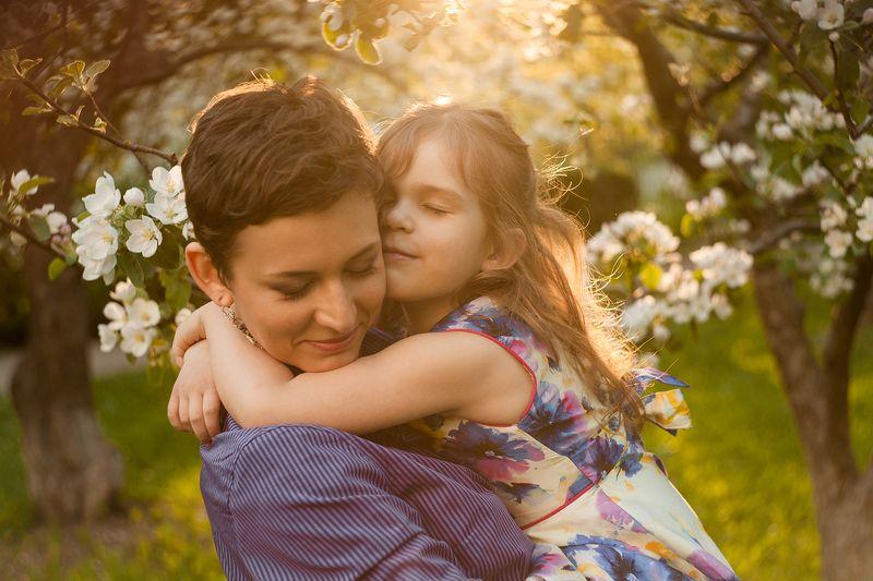 ребенок, семья, мама, мама и дочка, объятия, весна photo preview