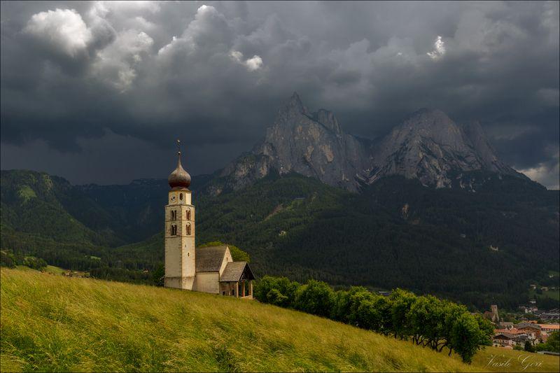 доломиты,италия,alps,церковь san valentino, alpe di siusi,italy,лето,dolomites, Prima del temporalephoto preview