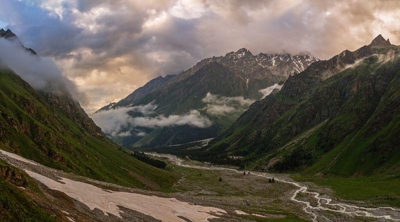горы, закат, кавказ опускался вечер над грядой далекой...photo preview