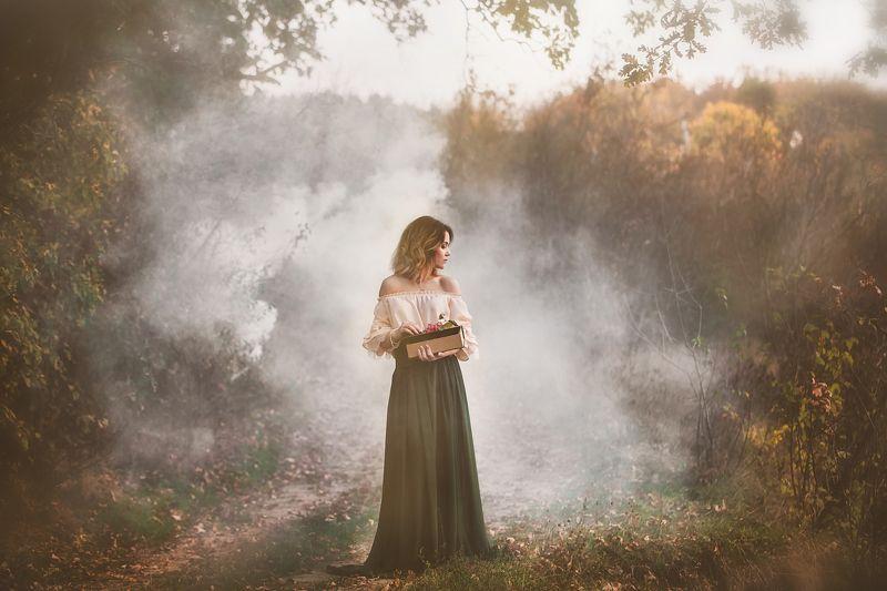 осень, поздняя осень, туман, девушка, модель, книга, осенняя фотосессия Сквозь туманphoto preview