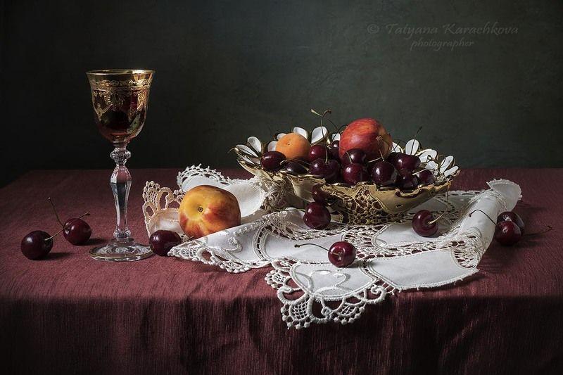 натюрморт, ваза, черешня,фрукты, нектарин, слива, абрикос, фужер Экзерсис с черешней и гламурной вазочкойphoto preview