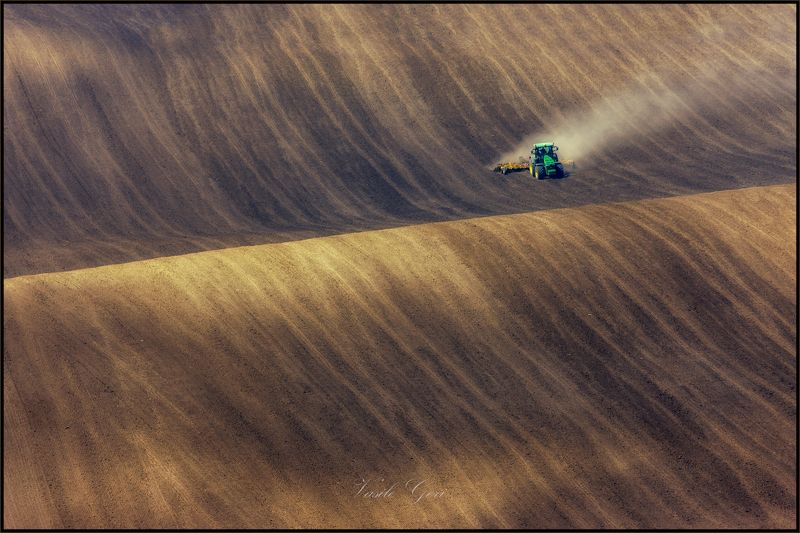 южная моравия,пейзаж,hils,трактор,линии,south moravian,полевые работы,lines,свет,czech,веснa,чехия,landscapes. На крутой волне...photo preview