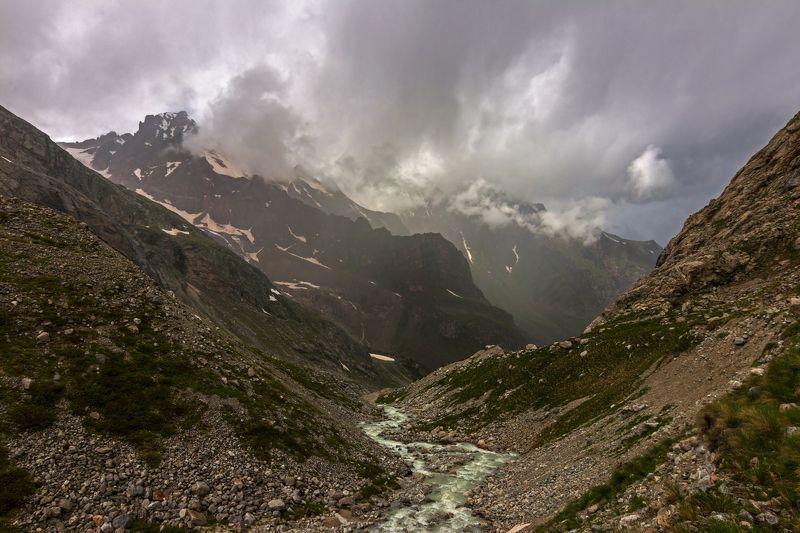 горы, дождь, кавказ, река за пеленой дождя...photo preview
