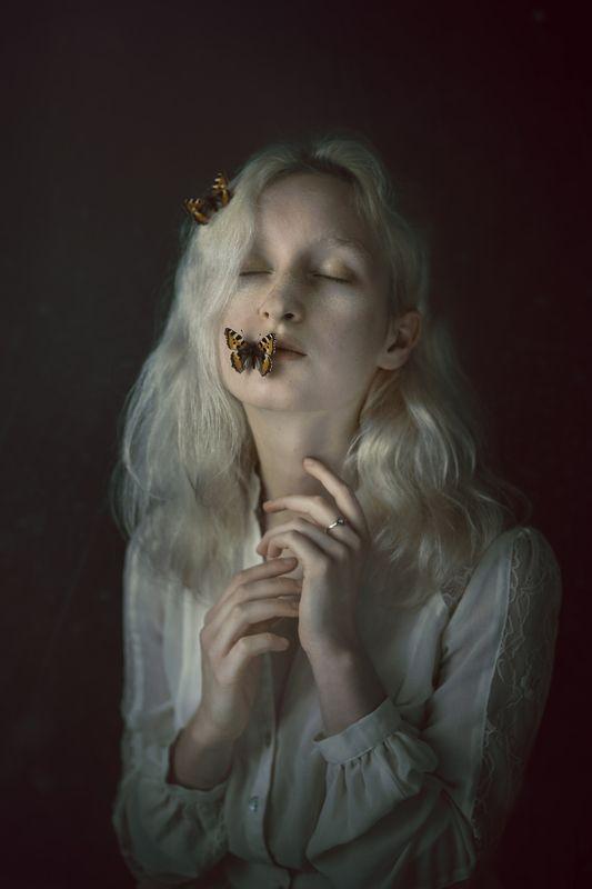 butterfly, model, girl, blonde, slavic, mood, melancholy, portrait Zofia i Motylephoto preview