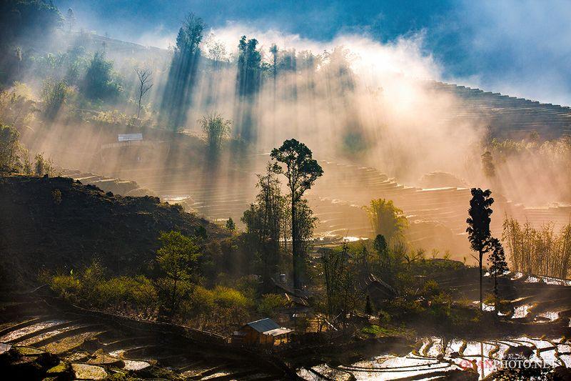 quanphoto, landscape, morning, sunrise, dawn, rays, sunlight, mountains, hill, trees, village, terrace, farmland, agriculture, vietnam Dreamlandphoto preview