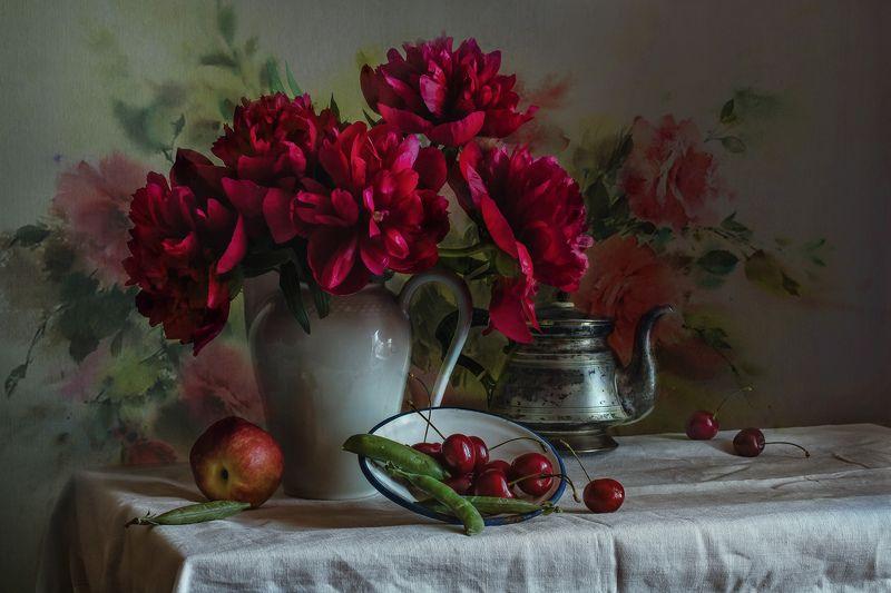 натюрморт, фарфор, цветы, пионы, ягода, черешня Вишнёвые пионыphoto preview