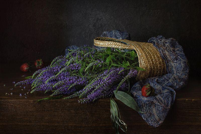 натюрморт, цветы, вероника, ягода, клубника Вероника и клубникаphoto preview