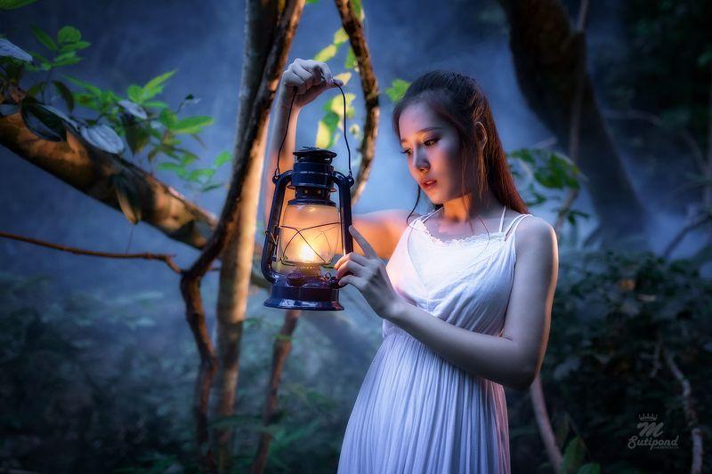 portrait,women,alone lamp Lampphoto preview