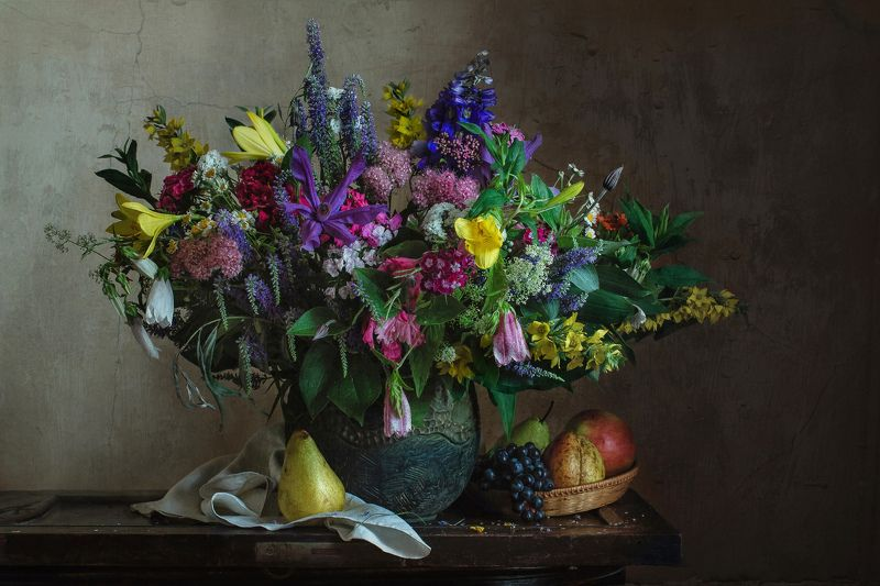 натюрморт, цветы, фрукты, груши, виноград Летнее многоцветиеphoto preview
