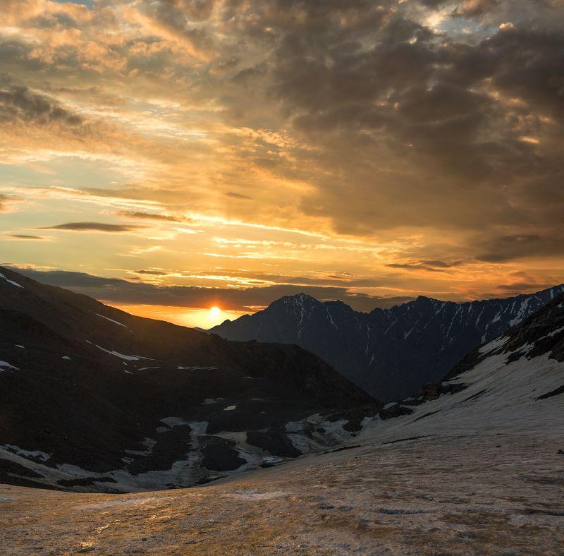 горы, альпинизм золотая ткань небес...photo preview