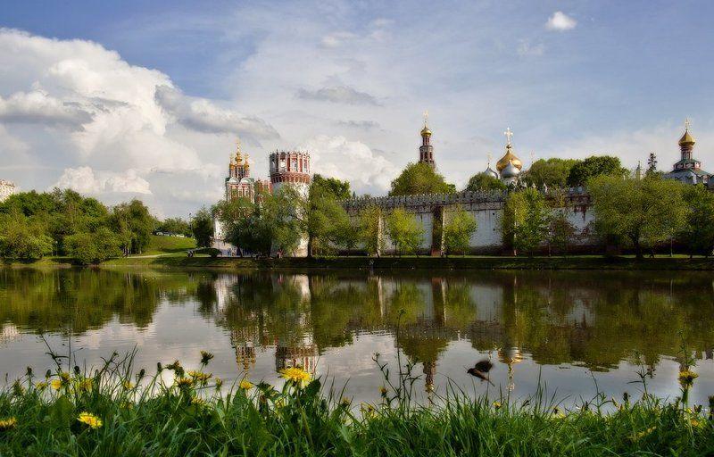 лето, девушки, монастырь Новодевичий монастырь. фото превью