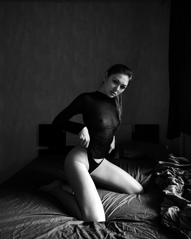 коверильича, at home, nude, iphone, iphoto, girl, b&w, black and white, ковер ильича, moscow, model, bed,  Ksuphoto preview
