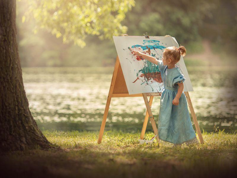 Маленькая художницаphoto preview
