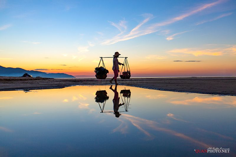 quanphoto, landscape, morning, daily, woman, beach, reflections, people, vietnam Daily Morningphoto preview