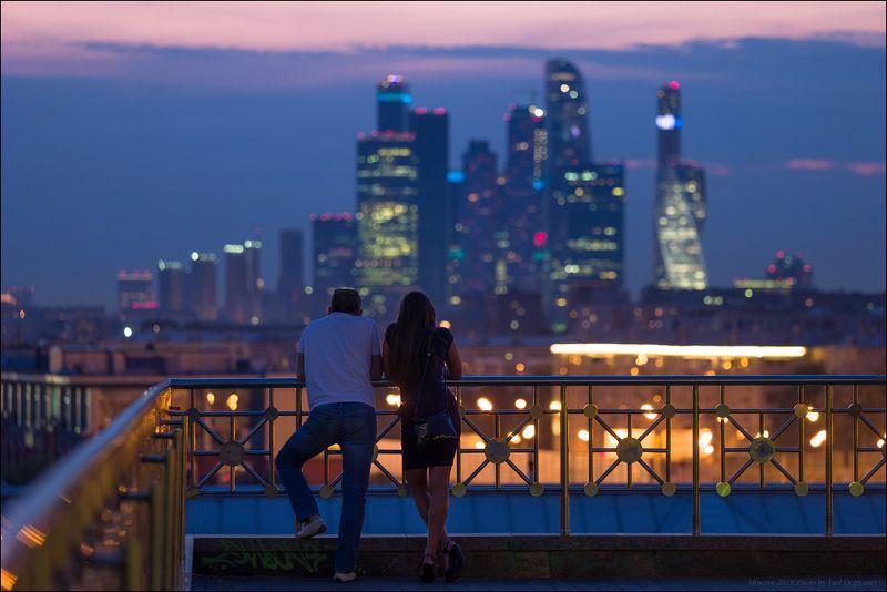 город, Москва, столица, вечер, Сити, высотки, небоскребы, ММДЦ, горизонт, девушка Москва. Вечер на смотровой площадке.photo preview