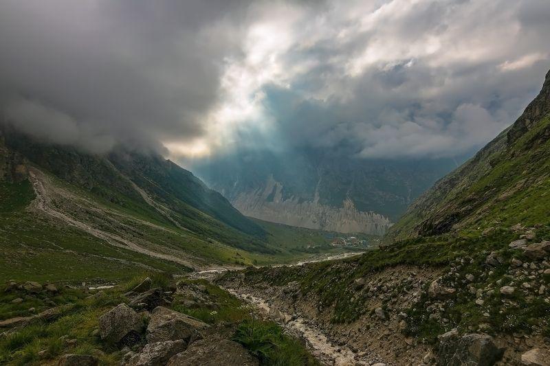 горы, облака, кавказ и солнца луч сквозь тучи пробивался...photo preview