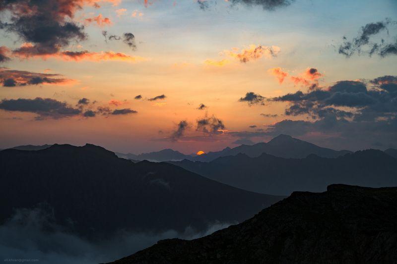 Восход над Софийской долинойphoto preview