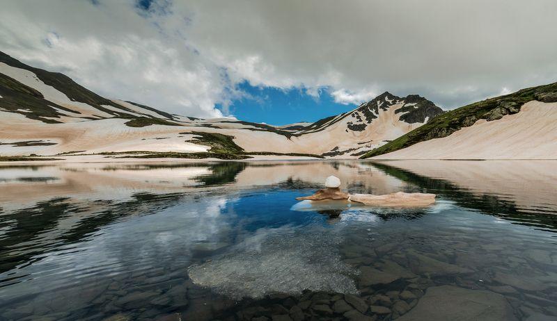 кавказ, горы, кчр, загедан, озеро, июнь, 2018 Маленький айсберг озера Надеждыphoto preview