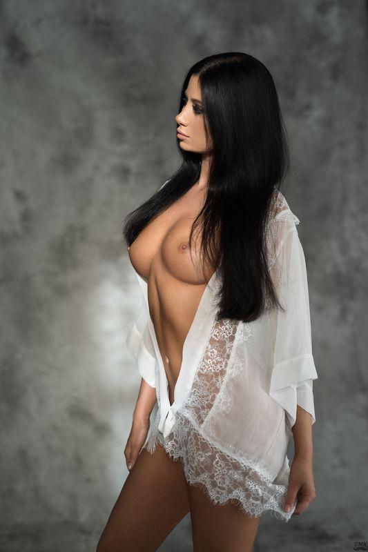 nude, portrait, sensual, sun, sunny, lace, nightrobe, robe, beauty, woman, female, people, brunette, topless, soft, look Brunettephoto preview