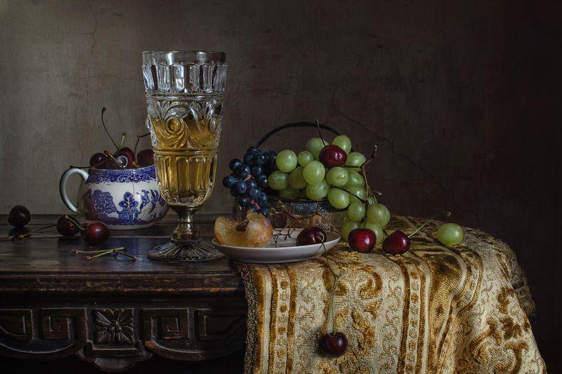 натюрморт, хрусталь, фарфор, фрукты, ягоды, виноград, черешня, слива Вино и фруктыphoto preview
