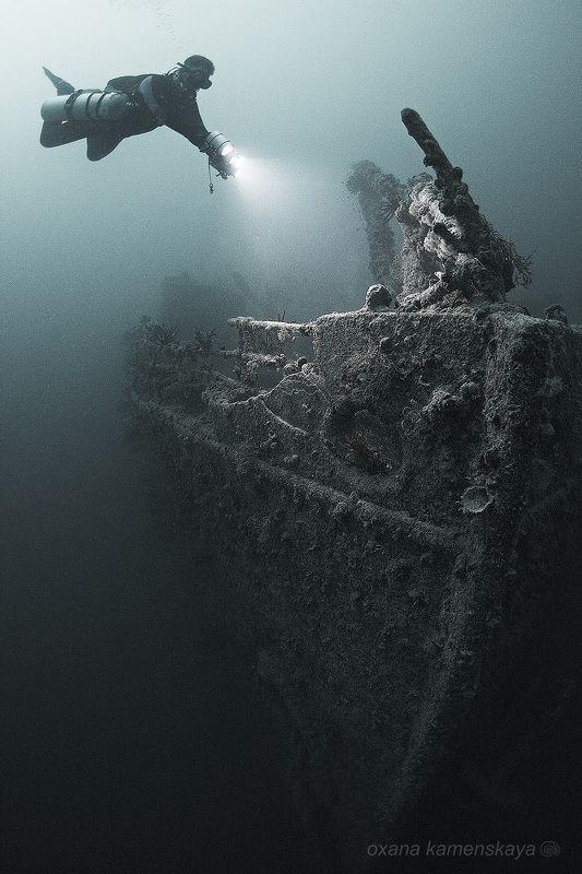 underwater wreck rosalie moller diver light SS Rosalie Moller.  Нос корабля.photo preview
