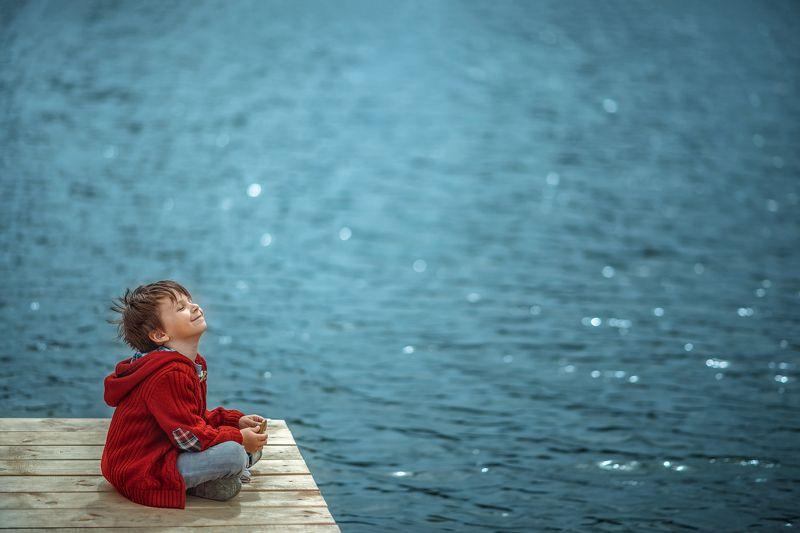 семья дети сын счастье солнце лето озеро улыбка photo preview