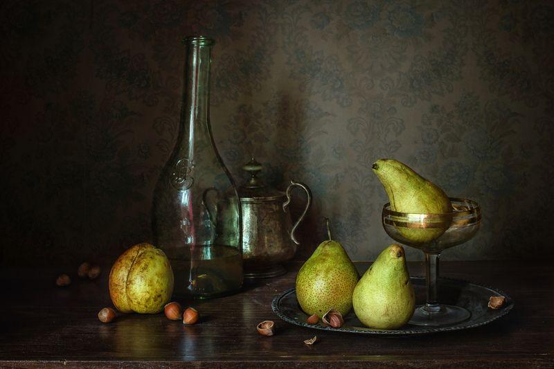 натюрморт, стекло, груши, орехи Про груши и орехиphoto preview