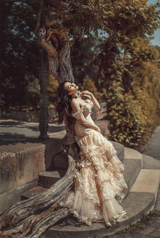 девушка, платье, солнце, парк, жара, кружева, брюнетка,  Жараphoto preview