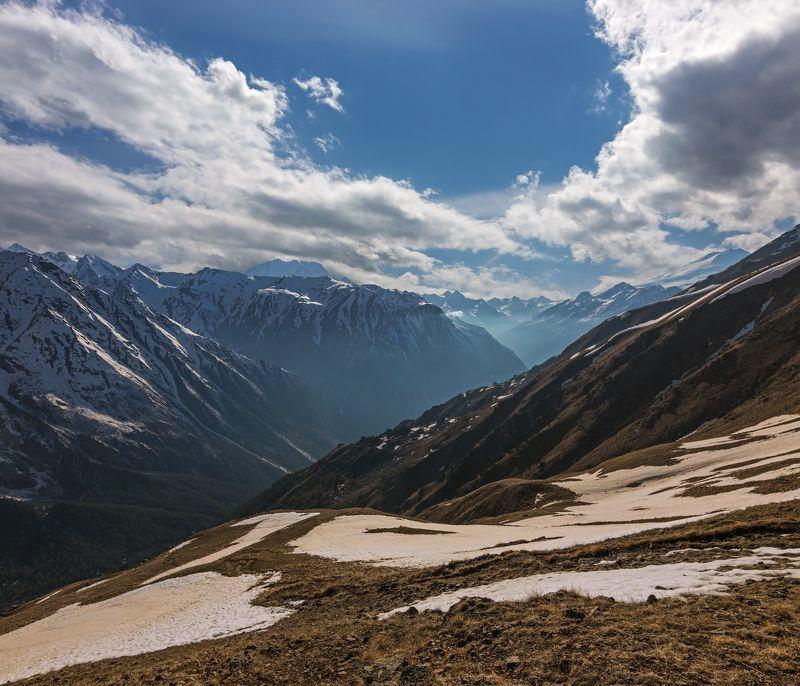 горы, облака, кавказ в солнечной дымке...photo preview