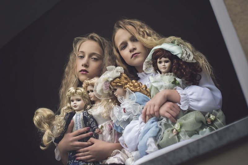 girl, friends, dolls, porcelain, portrait Dollsphoto preview