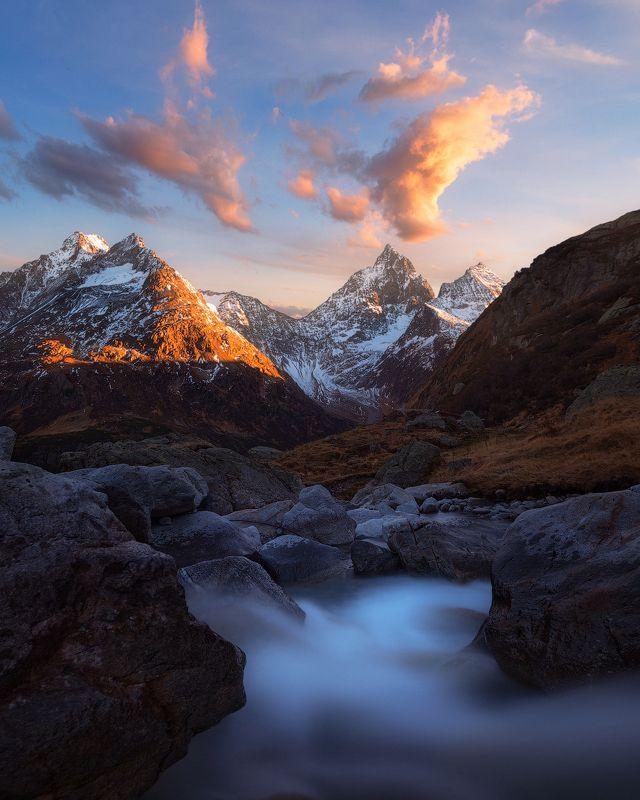 швейцария, горы, небо, вода, ручей, альпы, скалы, вечер, закат Отблески закатаphoto preview