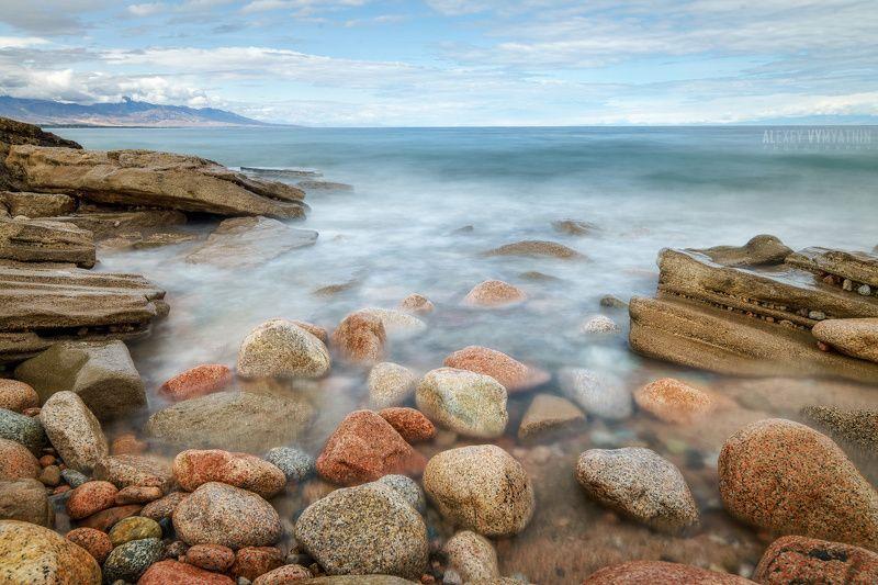 киргизия, иссык-куль, камни, длинная выдержка, волны, озеро, горы На берегу озера Иссык-Кульphoto preview