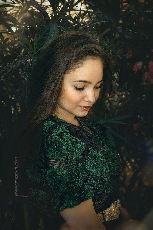 девушка портрет цветы красиво классический портрет Манушphoto preview