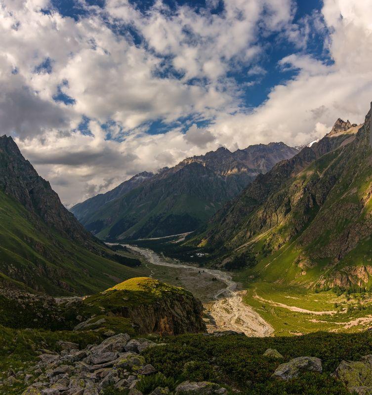 горы, река, кавказ, облака течет река по ущелью петляя...photo preview