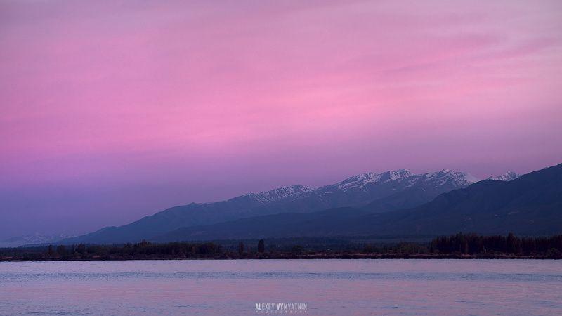 киргизия, иссык-куль, рассвет, краски, горы, вода, озеро Утро на озере Иссык-Кульphoto preview