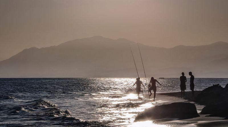 море,вечер,закат,люди,пляж На берегу.photo preview