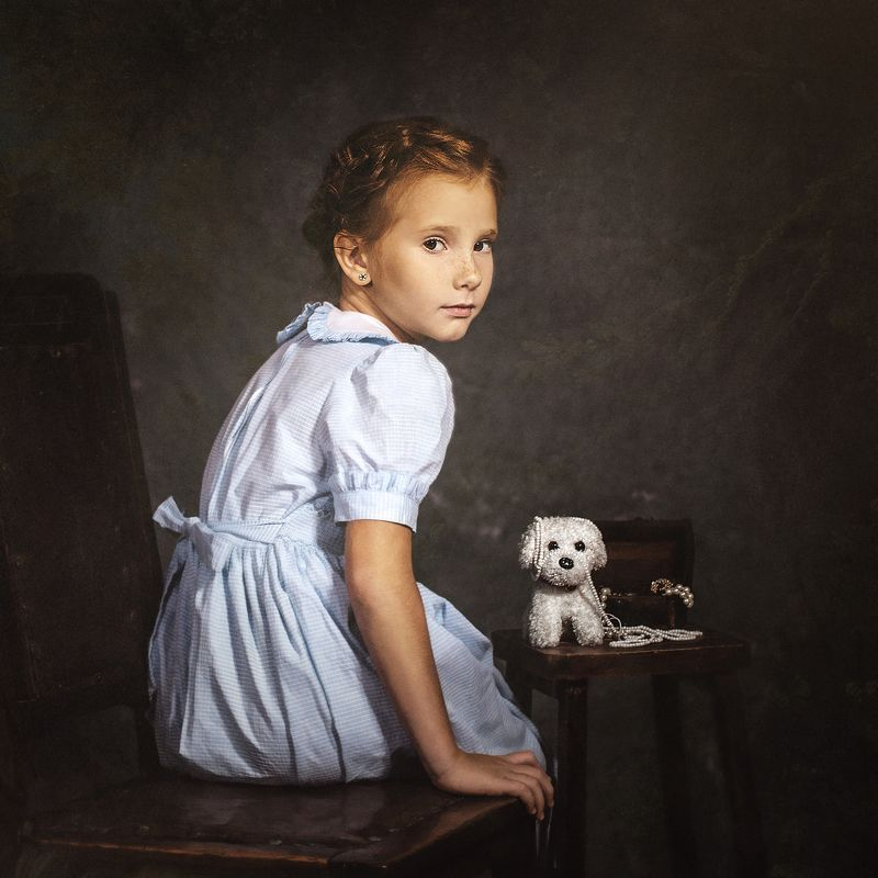 портрет, Портрет девочки с игрушкамиphoto preview
