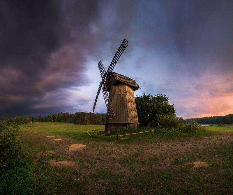 Вечер, облака, небо, мельница, закат Между грозой и закатомphoto preview