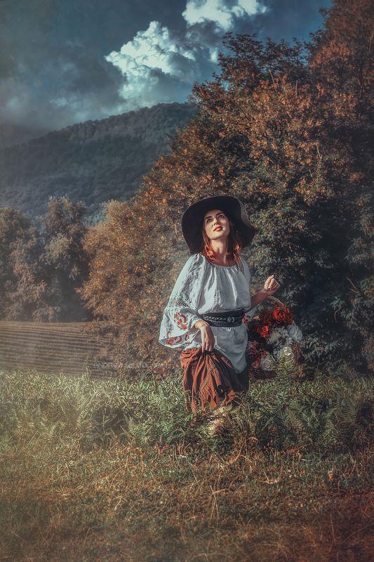 девушка прованс пастораль пионы корзина поле лес облака Девушка с пионамиphoto preview