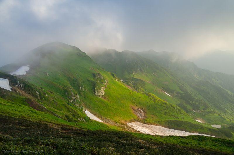 пейзаж, карпаты, лето, красиво, июнь, снег, трава, горы, мармаросы, утро, облако Утренние Мармаросыphoto preview