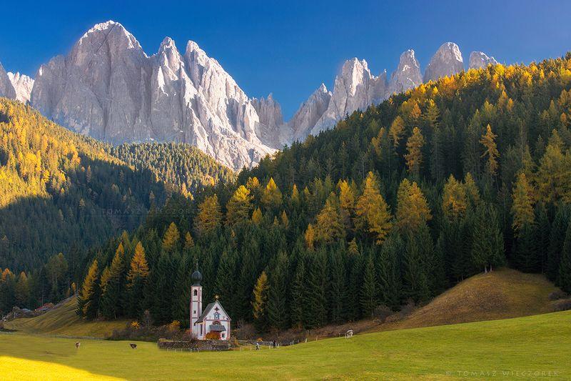 italy, italia, mountains, dolomiti, dolomities, autumn, church, sunrise, sunset, colours, light, ranui, santa magdalena, beautiful Majestic prayerphoto preview