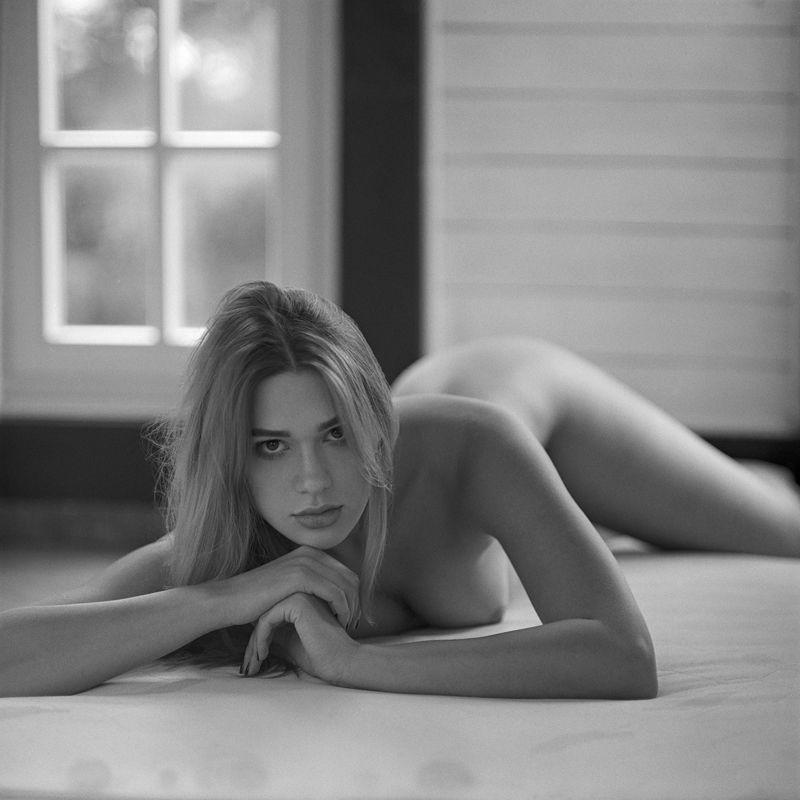 akt, nude, analog, women, ninoveron, topless, fineart, bw, 6x6, Lenaphoto preview
