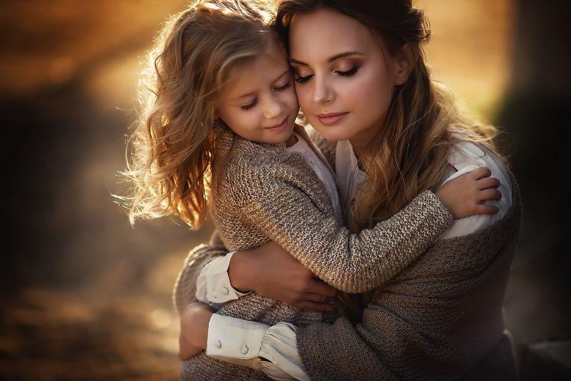 мама с дочкой, нежность, девочка с мамой, портрет мамы с дочкой Объятия...photo preview