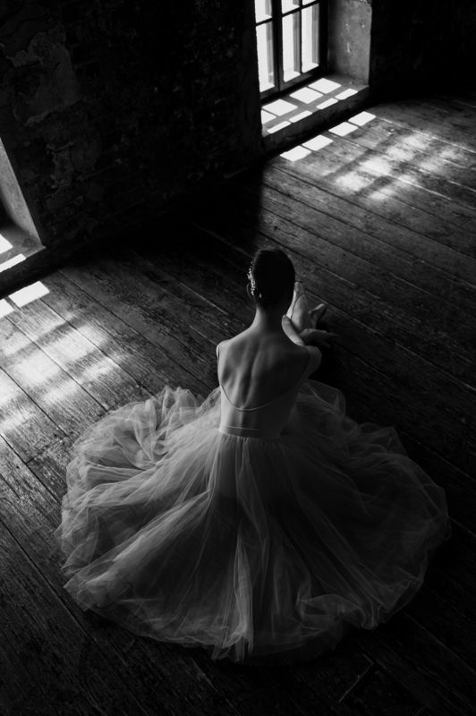 Ballet, ballerina, fine art, staged photography, b&w, monochrome, studio photography, black and white Dancing on tiptoephoto preview