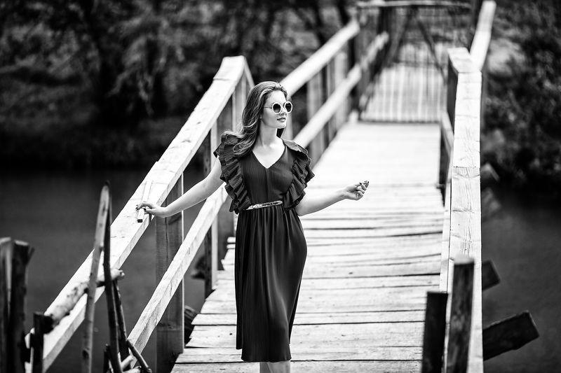 Черно-белое, лето, модель, на мосту, красивая девушка,фотосессия photo preview