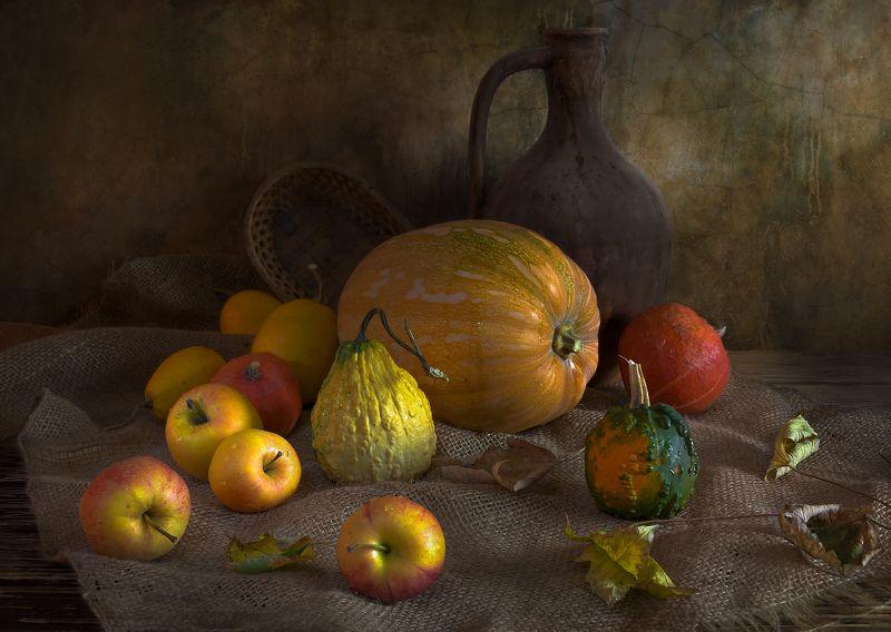 тыквы,яблоки,листья,кувшин,осень, натюрморт С тыквами и яблокамиphoto preview