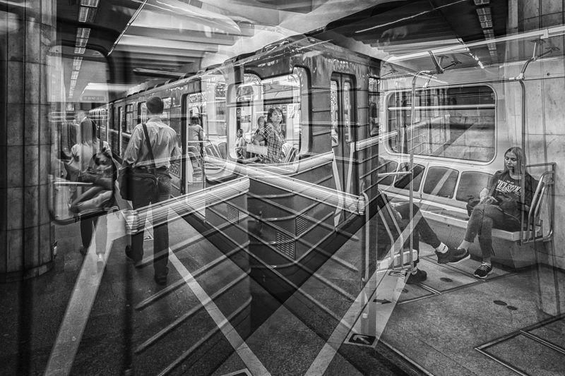 Суета подземкиphoto preview