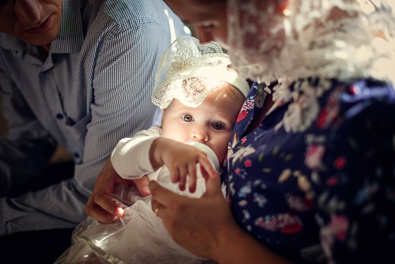 крещение, фотограф на крещение спб, таинство крещения, фотограф спб, таинство, дети, ребенок, малыш, девочка, таинство крещения, крещение ребенка, церковь, храм, крестины Крещение Алисыphoto preview